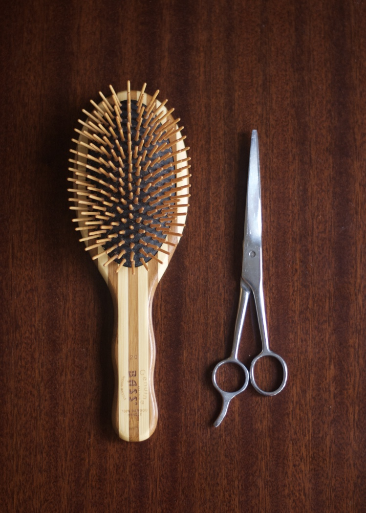 bamboo_hairbrush_haircut_scissors