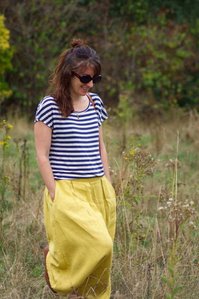 amberoot_yellow_skirt_walking